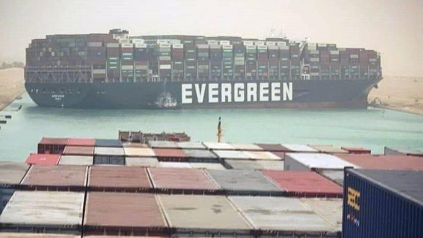 El bloqueo de Suez paraliza el tránsito de más de 8.000 millones diarios en mercancías.