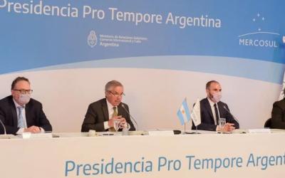 Uruguay presentó su propuesta para abrir el Mercosur y afirma que Brasil la apoya.