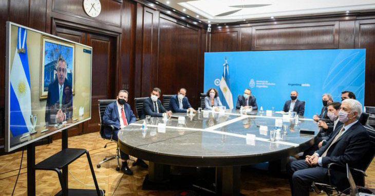 Gobierno presentó a empresarios el decreto que flexibiliza el acceso a dólares para fomentar las exportaciones.